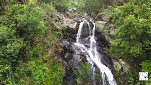 实拍香港新娘潭瀑布,郊野公园最出名旅游点,吸引无数游客来观看