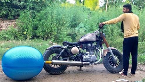 男子将热水袋放在摩托车的排气口,启动车子后,意外的事情发生了