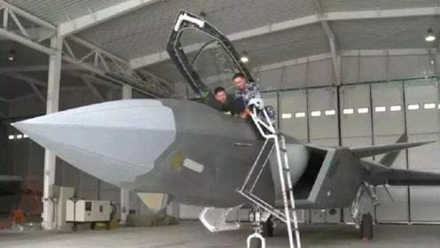"""歼-20机库很""""简陋"""",比F-22低一等,竟因为这技术高一头"""