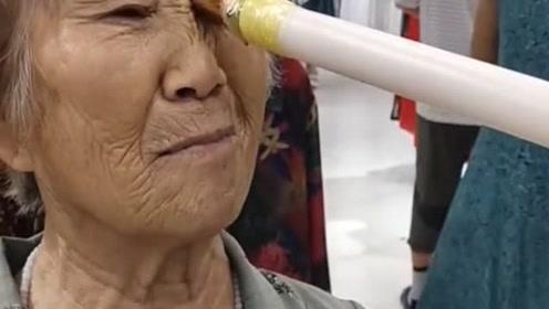现在流行玩这个游戏吗,好心疼这个老奶奶