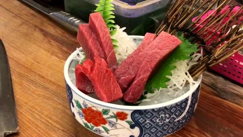 夜市小吃的极品生鱼片,上好的鲔鱼,切开像极了神户牛肉