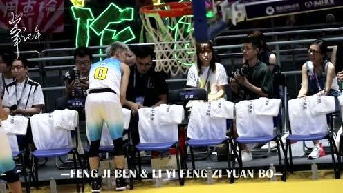 李易峰慈善篮球赛手拿奖杯与孩子们合影