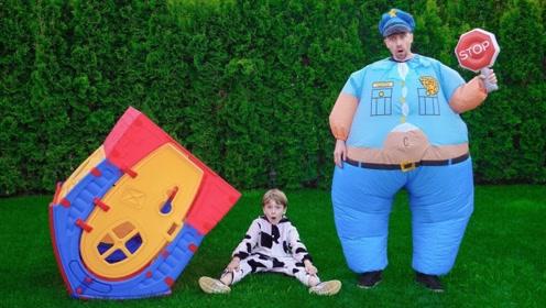小可爱的玩具丢了,于是和警察叔叔一块找,太有趣了