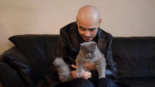 黑社会大佬胡须勇暮年只剩两只猫陪