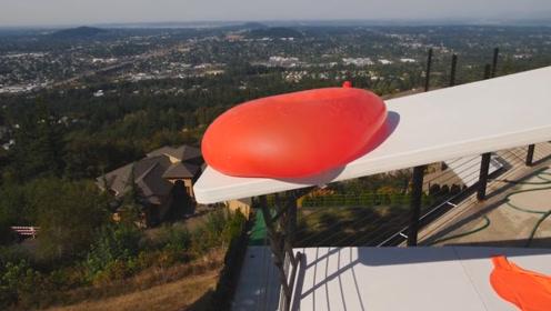 巨型水气球从高空坠落?会产生多大威力?接触地面的瞬间太精彩