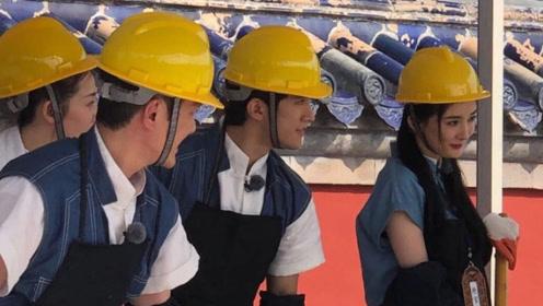 杨幂冯绍峰合体录综艺 两人戴安全帽合作笑容不断