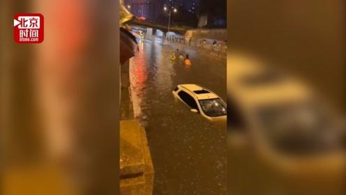 沈阳暴雨致道路积水成河 私家车被淹没顶一男子溺水身亡