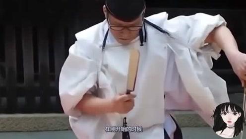 日本大厨切割章鱼,刀法非常诡异穿着更诡异