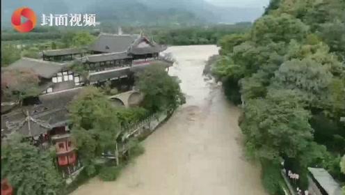 """强降雨后 千年都江堰""""淡定""""泄洪"""