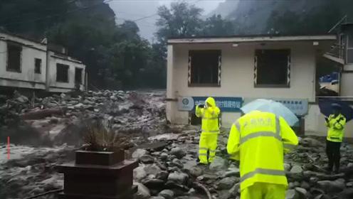 汶川暴雨引发泥石流大桥冲毁民房被淹 一参与抢险救援消防员牺牲