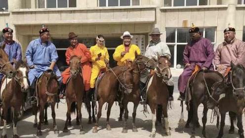 骑马上学out了!内蒙古人领证也骑马,新娘获30多次赛马冠军