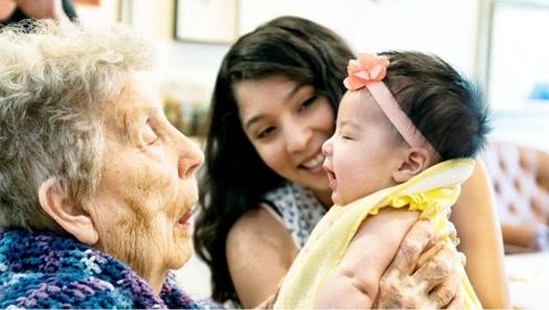 美国奶奶来中国探望孙子,看到这一幕就急了:难道中国人都这样吗