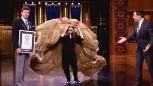 50年不剪头发,如今头发长17米重40公斤,网友:头还好吗?