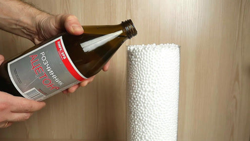 当酒精碰上塑料泡沫时,会发生什么反应?网友:这有点意思!