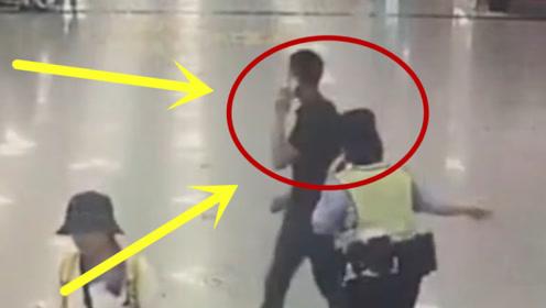 逃犯男子遇到美女民警,地铁站内狂奔逃窜,男乘客神来一脚!
