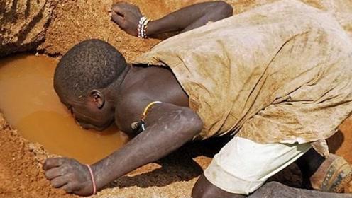 为何非洲人饿死不种地,渴死不挖井?看完震惊!