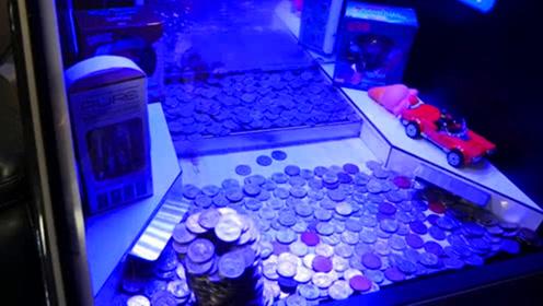为什么推币机堆得满满的,币掉不下来?游戏厅老板透露背后猫腻