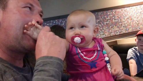 看看爸爸们给宝宝准备的奇装异服,真想不到,太好玩了!