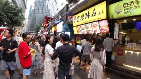 重庆较场口夜市,汇聚各地有名美食,就在解放碑步行街附近!