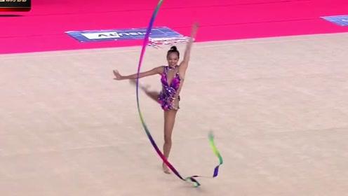 日本美女花式体操,想玩高难度的衣服却不给力,下一秒尴尬了
