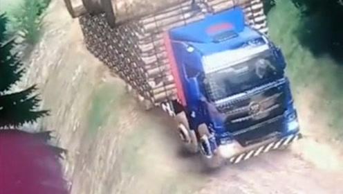 大货车游戏:大货车拉着一车木头下山,摇摇晃晃都快掉进悬崖了