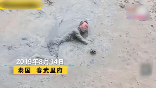 为捡一把妻子送的卷尺,男子跳入满是淤泥的河道,结果被救!