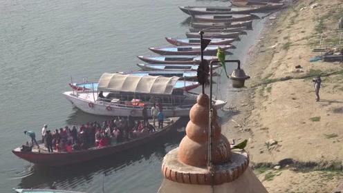 实拍印度的现代农村,还有人直接在河里洗漱!