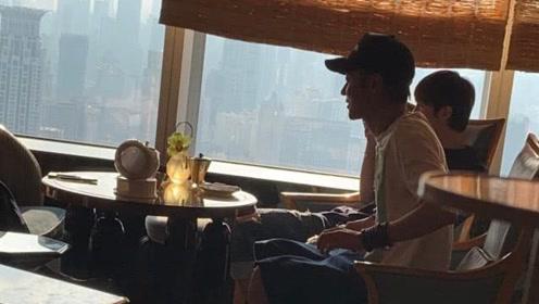 张丹峰张镐濂父子同框吃饭,张丹峰飞上海探望张镐濂父子亲密无间