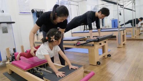 孙俪带儿女去健身5岁的小花动作架势十足,网友却称邓超最该练练