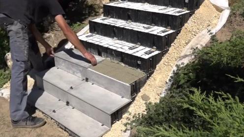 台阶模具砖块,摞在地上铺上沙子水泥,省了搬砖的劲!