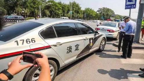 大众车上贴警车拉花,却惊动交警,一切都是国外车主惹的祸!