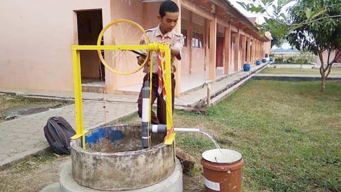 印度大学生发明手动抽水泵,不费油不费电,一小时能抽5立方水!