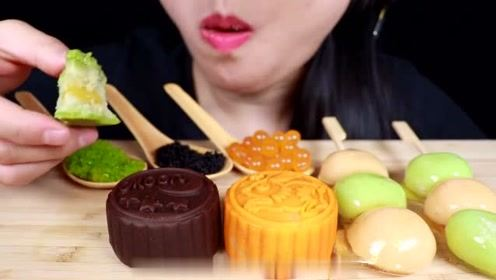 到了吃月饼的时候,流心月饼的吃播放送:巧克力、抹茶