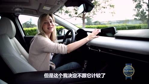 外国小姐姐试驾新马自达3-中文字幕
