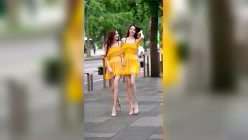 美女街拍:这对双胞胎也太可爱了吧?