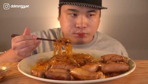 韩国胖哥吃肥肠粉条,超有嚼劲的咀嚼声馋的网友流口水