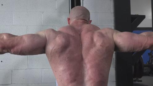 健美选手的赛前特训!肌肉巨兽克里斯疯狂虐肌,针对肩膀和二头肌