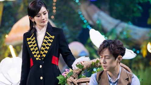 谢娜身穿骑士风外套又美又飒 与何炅搭戏酷感十足