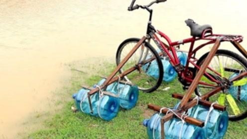 自行车能在水上行驶?老外用8个水桶制作,下水后亮瞎我的眼