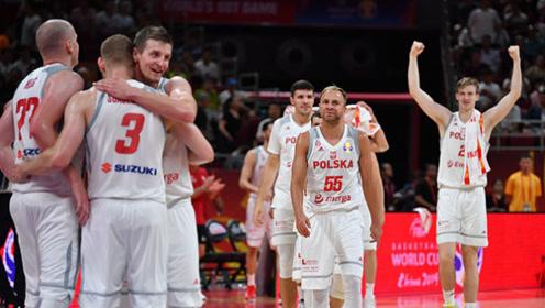 篮球世界杯波兰十佳球 波尼特卡抢断一条龙晃开米神滑翔劈扣