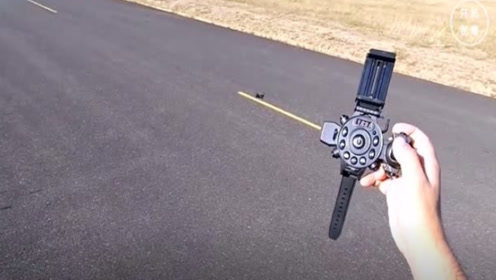 小伙发明会飞的手表,打开后竟然会变成无人机,网友:便捷携带
