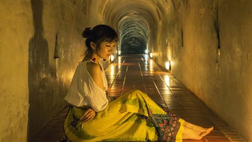 泰国神秘寺庙,藏在地下隧道中,里面还有不少美女在修行!