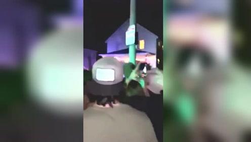 美国一男子醉酒爬上9米高电线杆 遭电击后坠落