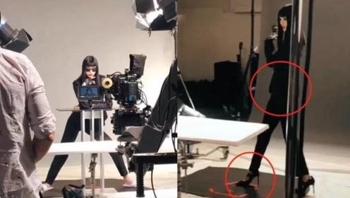 奚梦瑶晒工作视频 脚蹬超高细跟鞋穿黑西服腰肢纤细