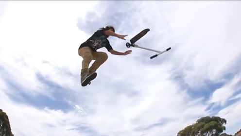 滑板车玩出极限运动的感觉,外国人作死真是刻在DNA里面
