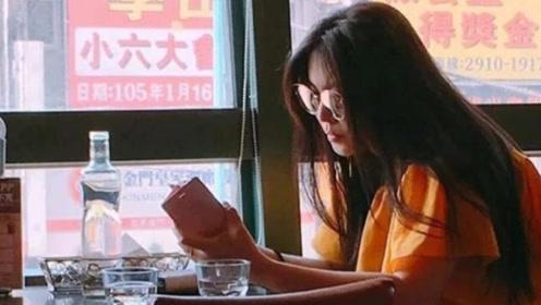 52岁王祖贤餐厅独自就餐 头戴墨镜长发披肩颜值气质在线