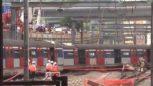 港铁欲将脱轨列车吊回正轨 警方曾到事故现场听取汇报
