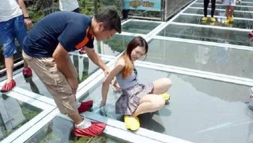 """网红玻璃桥变""""透视桥""""?女游客痛苦不已,管理员直言:穿好再来"""