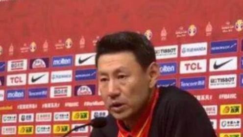 李楠下课将成定局!中国男篮赛后发布会,记者3问题直接问懵李楠