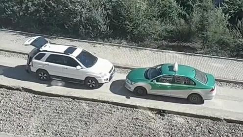 白车应该把车锁上 然后打出租车回家 是否可行